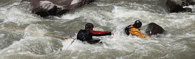 tecnico-en-rescate-en-agua-bravas